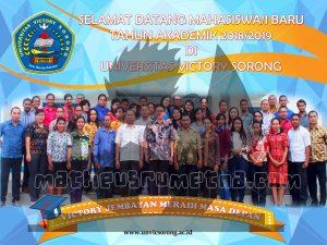 desain spanduk selamat datang PMB 2018 Unvic Sorong ukuran 3x2 meter